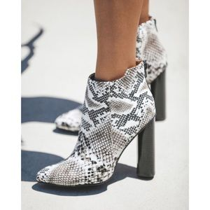 ★ The CUTEST Snake Skin Bootie ★